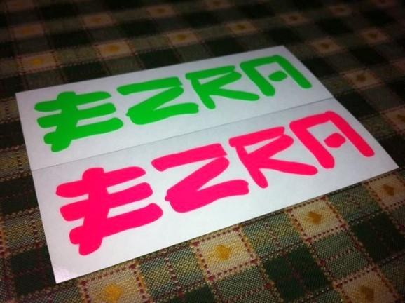 EZRA ステッカー
