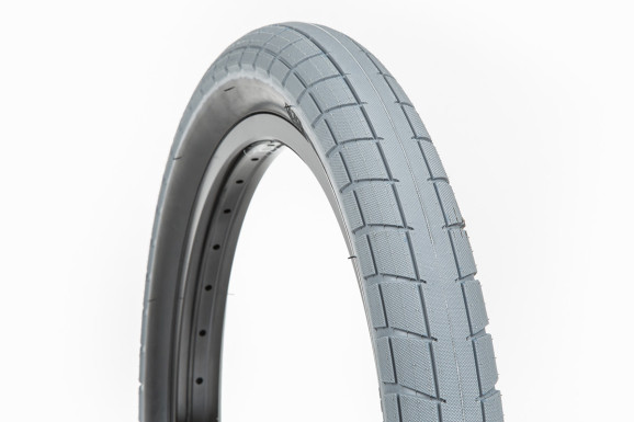 Donnasqueak Tires 02