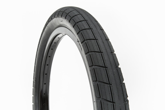 Donnasqueak Tires 03
