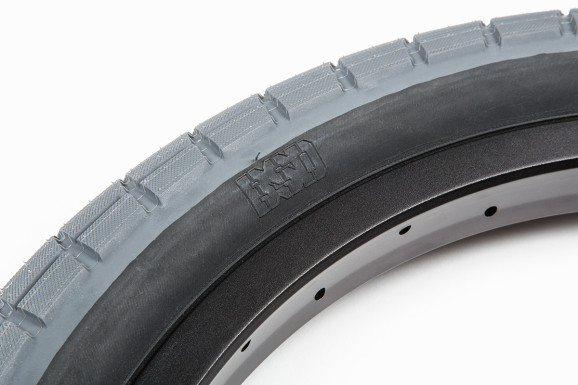 Donnasqueak Tires 04
