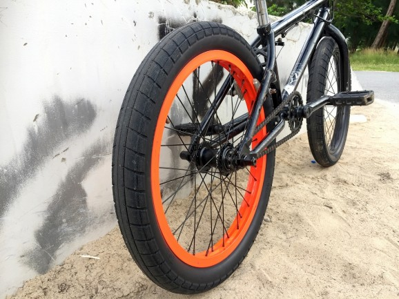 BSD Donnasqueak Tire 04